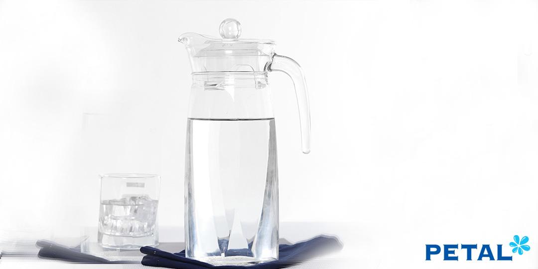 Nên chọn dụng cụ bằng thủy tinh để bảo quản nước đun sôi để nguội