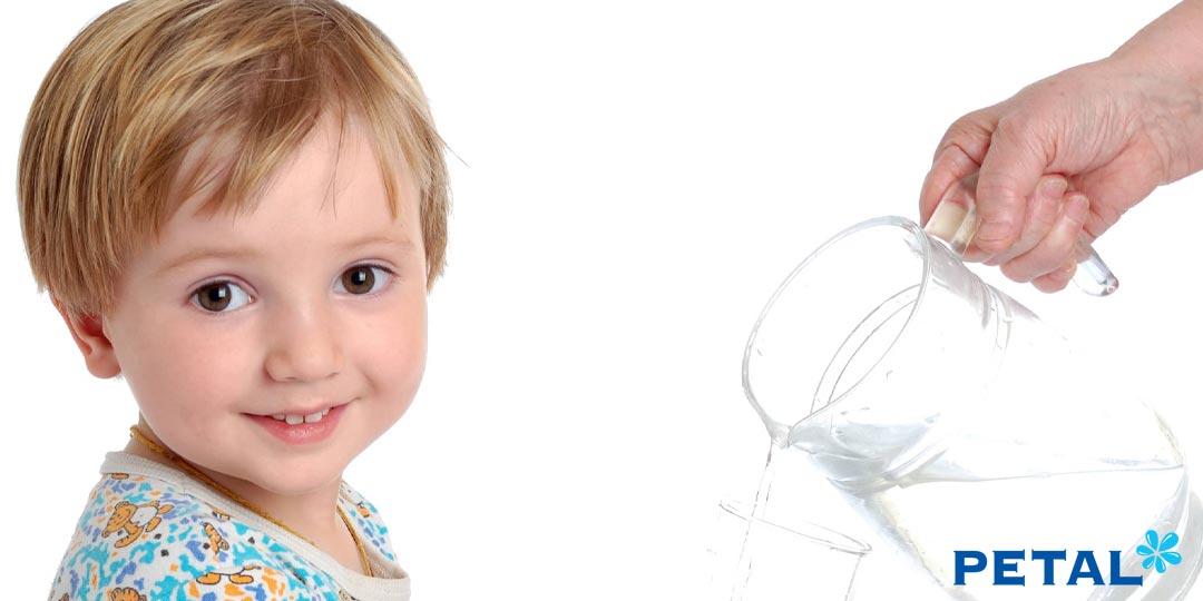 Ở mỗi độ tuổi, nhu cầu nước uống của bé cưng nhà bạn có sự khác nhau rõ rệt