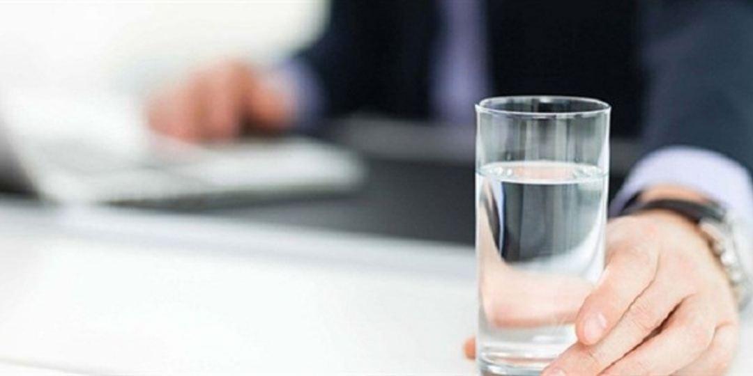 Mọi chuyển hóa trong cơ thể sẽ ngưng trệ nếu bạn lười uống nước