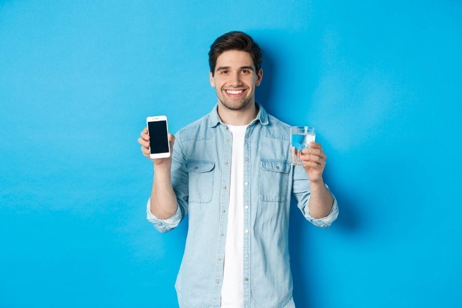 Đặt lời nhắc uống nước trên điện thoại