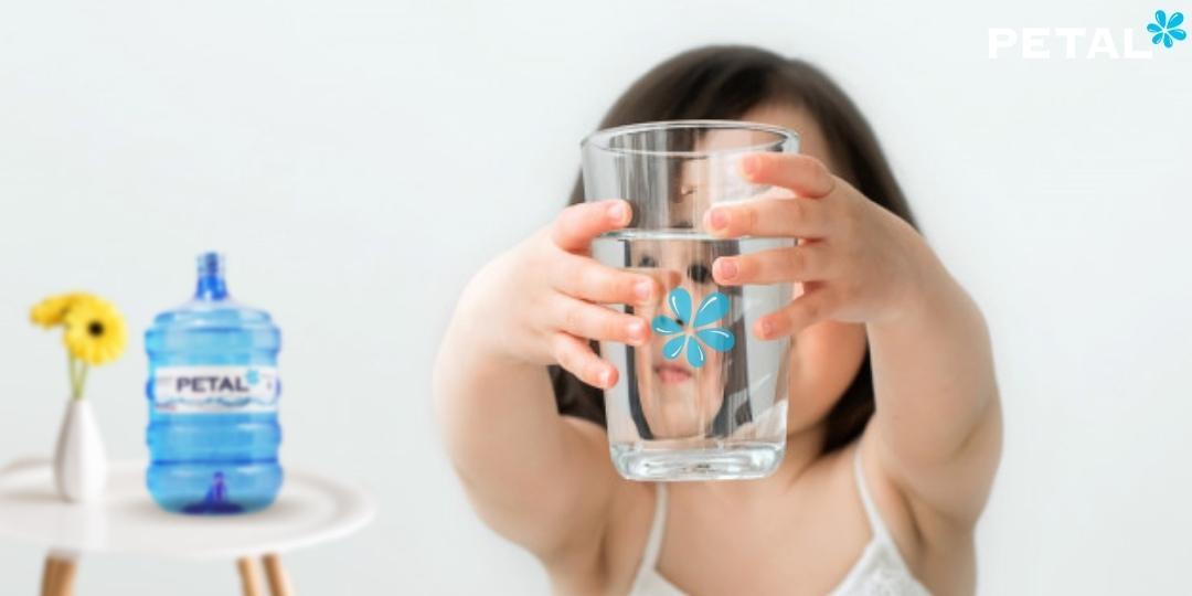 Uống nước đúng cách mùa dịch