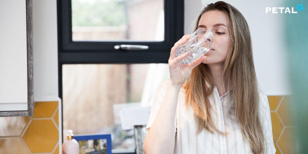 Nước chiếm tới 2/3 cơ thể nên việc uống nước đều đặn rất quan trọng